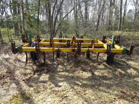 #128 FERGUSON 14 SHANK CHISEL PLOW WITH BUSTER BAR