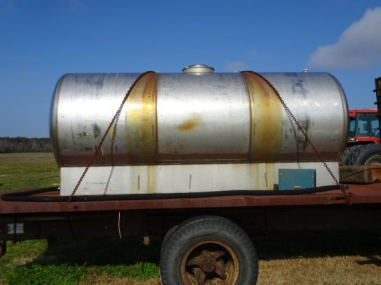 #112 1400 GAL STAINLESS STEEL TANK WITH VALVE AND HOSE