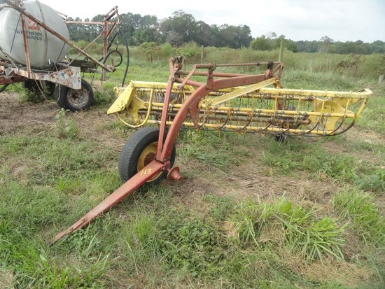 NEW HOLLAND 256 HAY RAKE SN 619107 MISSING ONE FRONT TIRE