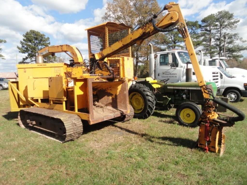 #1901 APPROX 1990 TREE BUSH BANDIT 1400 TRACK CHIPPER 1810 HRS 300 HP JD EN