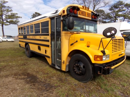 #1501 2004 INTERNATIONAL SCHOOL BUS 3800 T444E DIESEL 239215 MILES 24 PASSE
