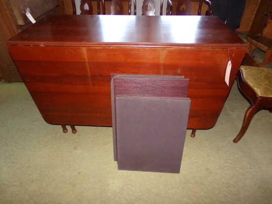 MAHOGANY DROP LEAF DINING ROOM TABLE WITH GATE LEGS