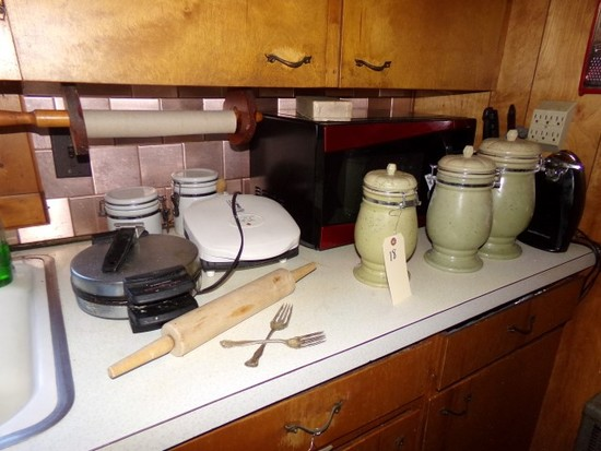 CONTENTS OF KITCHEN COUNTERS TO INCLUDE MICROWAVE CANISTERS KNIFE BLOCK GEO