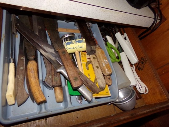 CONTENTS OF DRAWERS AND CABINETS IN KITCHEN TO INCLUDE LARGE LOT OF KNIVES