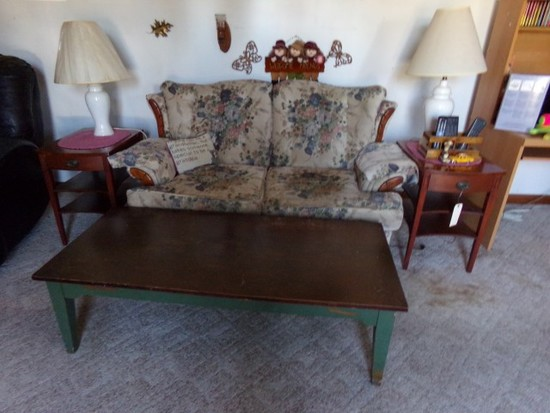 PAIR OF MAHOGANY END TABLES SOFA COFFEE TABLE AND LAMPS