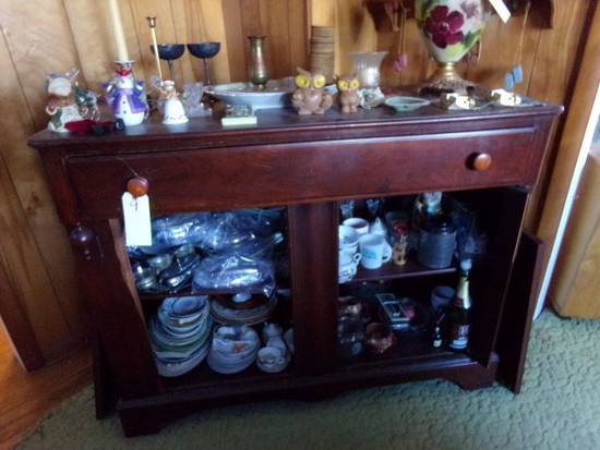 MAHOGANY SIDE BOARD AND CONTENTS TO INCLUDE DECORATIVES CHINA CANDLE HOLDER