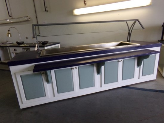 SEAFOOD OR SALAD BAR WITH SNEEZE GUARD ON CASTERS WITH DRAIN 118 X 46 X 57