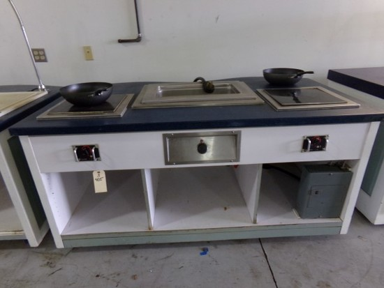 HEATED SERVING STATION WITH 1 FULL SIZE DROP IN WELL AND 2 MAGNAWAVE BY COO