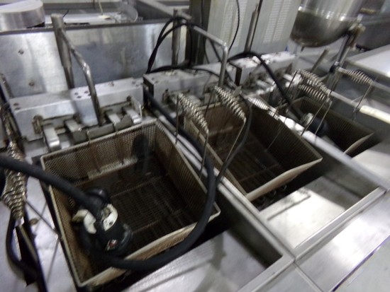 A BANK OF 4 HOBART DEEP FRYERS MOD 4HFC50S ELECTRIC ON CASTERS