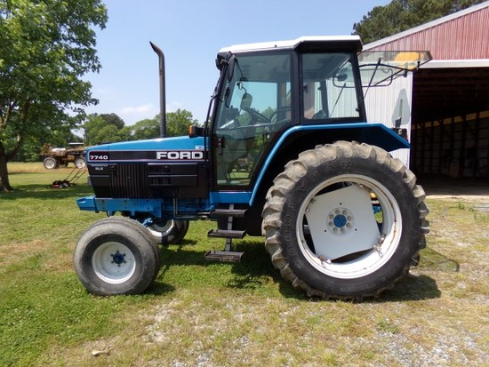 UNRESERVED AUCTION FARM EQUIPMENT & VEHICLES