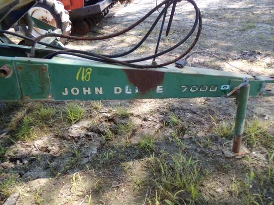 JOHN DEERE 7000 4 ROW PLANTER TYPE P7000 SN 047858A