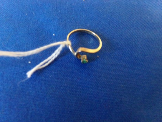 14KT YELLOW GOLD RING WITH SMALL EMERALD( 1.O DWT)