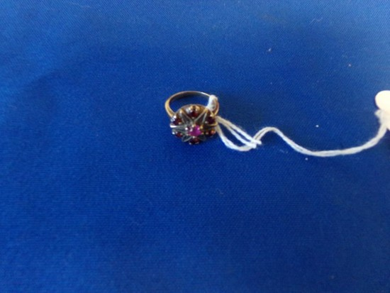 10KT YELLOW GOLD RING WITH 7 RED RUBY TYPE STONES (2.2 DWT)
