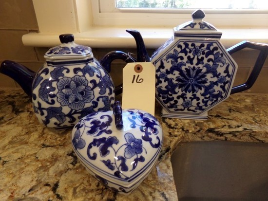 SMALL LOT BLUE AND WHITE TEA POTS AND HEART SHAPED BOX