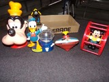 BOX LOT TO INCLUDE GOOFY PLASTIC BANK DONALD DUCK GUMBALL MACHINE MICKEY MO