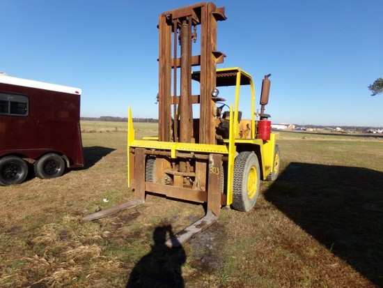 #803 CLARK FORKLIFT MOD CHY160 SHOWING 2021 HRS TANDEM FRONT WHEELS APPROX