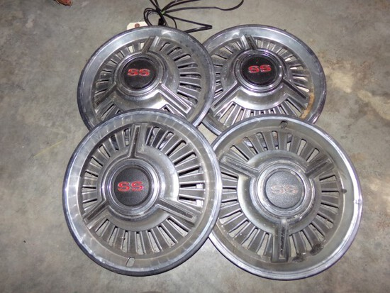 """SET OF 4 SS HUBCAPS APPROX 14"""" ACROSS"""
