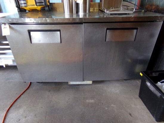 TRUE MOD TWT 60 2 DOOR STAINLESS STEEL REFRIG WORK TOP ON CASTERS