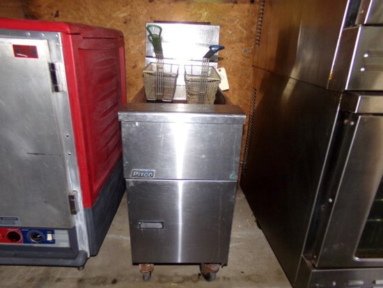 PITCO DEEP FRYER 4016 MOD SG14 PROPANE 110000 BTU ON CASTERS