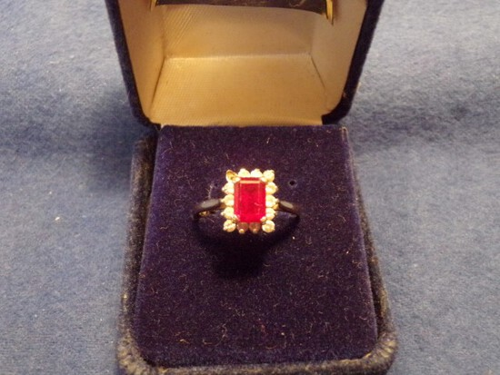 14 KT YELLOW GOLD RING WITH 13 DIAMOND CHIPS 1.9 DWT