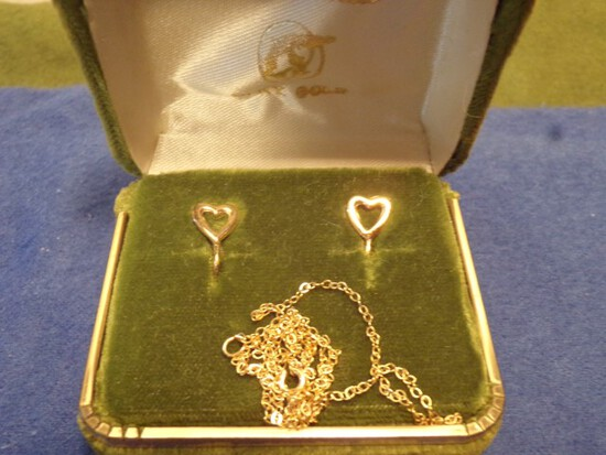 14 KT GOLD HEART SHAPED EARRINGS AND NECKLACE 1.7 DWT