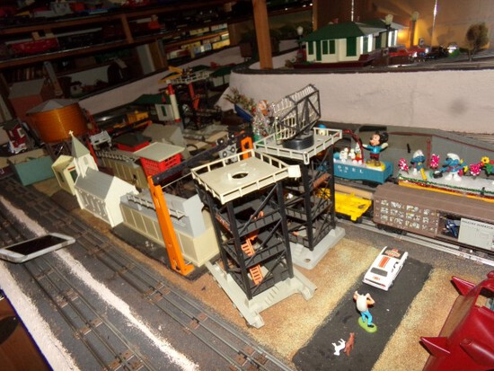 LIONEL TRAIN VILLAGE OVER 100 PIECES INCLUDING BOX CARS RADAR TOWERS CRANES