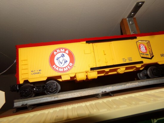 SET OF SIX LIONEL CARS INCLUDING ARM & HAMMER 9812 RUFFLES 9813 BRACHTS 981