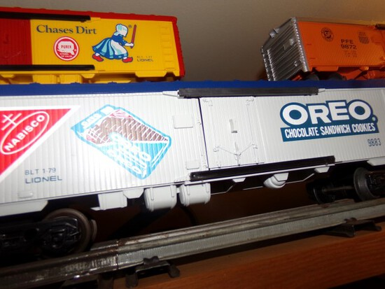 SET OF FOUR LIONEL CARS INCLUDING OREO 9883 FRITOS 9884 LIPTON 9885 MOUNDS