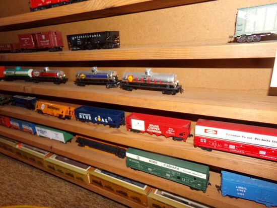 SET OF 33 TYCO HO SCALE CARS TANKERS AND MORE INCLUDING PENNSYLVANIA RR BUR