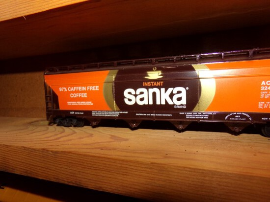 SET OF 28 TYCO HO SCALE TRAINS BOX CARS INCLUDING WILSON CAR LINES SANKA CO