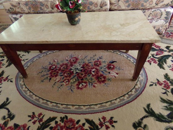 MARBLE TOP COFFEE TABLE WITH ARTIFICIAL FLOWERS