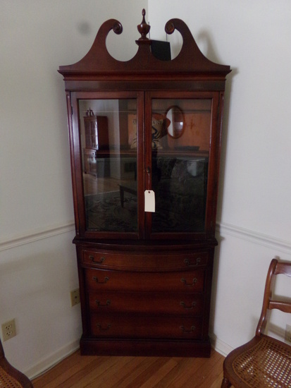 SMALL MAHOGANY CORNER CUPBOARD WITH 4 DRAWERS