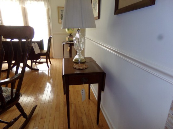 MAHOGANY DROP LEAF END TABLE WITH LAMP