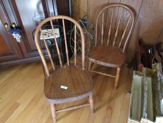 PAIR OF ANTIQUE OAK CHILDRENS SIDE CHAIRS
