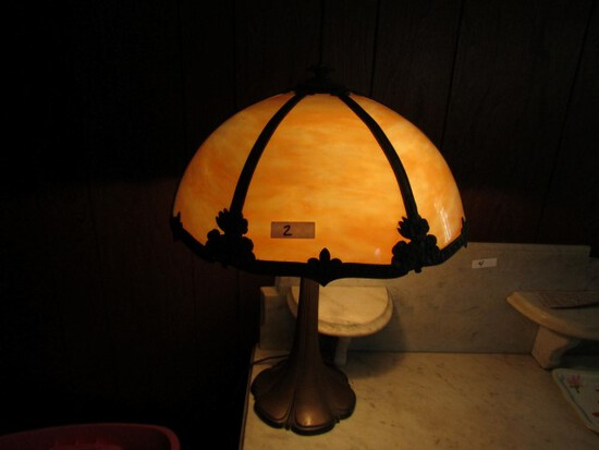 ANTIQUE SLAG GLASS TABLE LAMP APPROXIMATELY 21 INCH TALL SHADE APPROXIMATEL