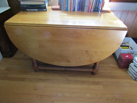 LARGE MAPLE DROP LEAF GATE LEG TABLE APPROXIMATELY 70 INCH X 48 INCH