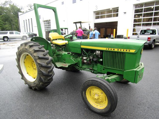 1966 OR 1967 JOHN DEERE MOD 1020 EXACT LOW HRS UNKNOWN APPROX 30 HP GAS 8 S