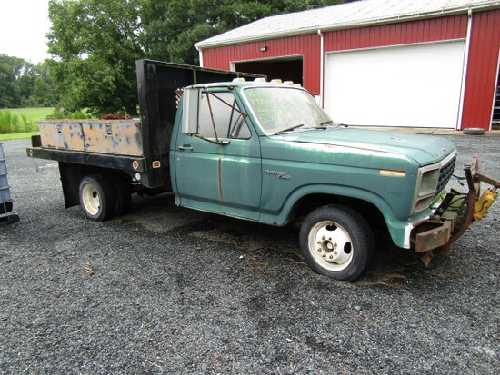 1981 FORD F350 SHOWING 16077 MILES 5.8 L ENG 4 SP MANUAL TRANS DUALLY 9' KN