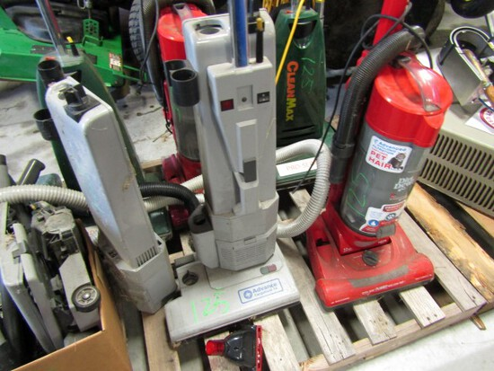 3 CLEAN MAX VACUUMS 2 DIRT DEVIL VACUUMS 1 ADVANCE CARPET TWIN 14 BOX MISC