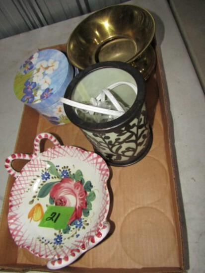 BOX LOT WITH ITALIAN POTTERY SPITTOON AND MORE