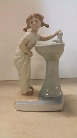 Llardo Girl At Sink
