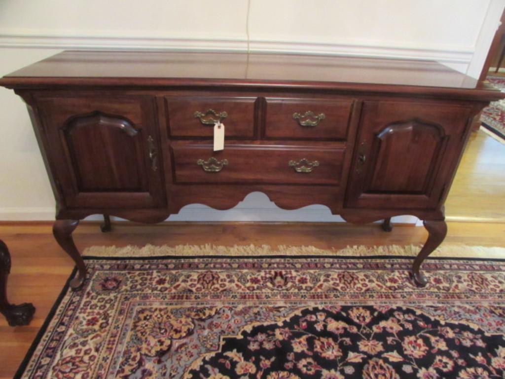 Lot Queen Anne Buffet Server Thomasville Furniture Proxibid Auctions