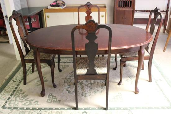 Queen Anne Style Dining Table & (4) Dining Chairs