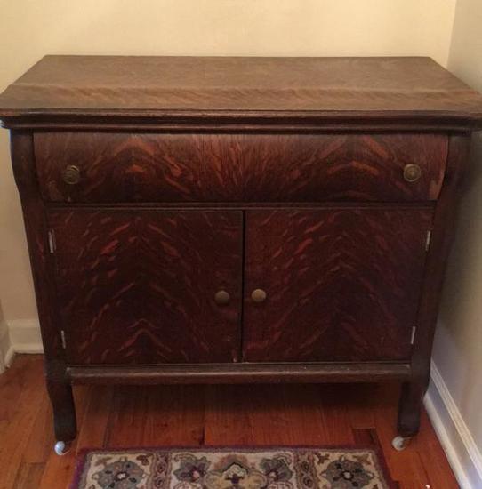 Antique Oak 1-Drawer, 2-Door Stand on