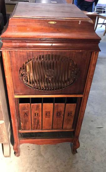 Brunswick Victrola-Style Wind-Up Record Player