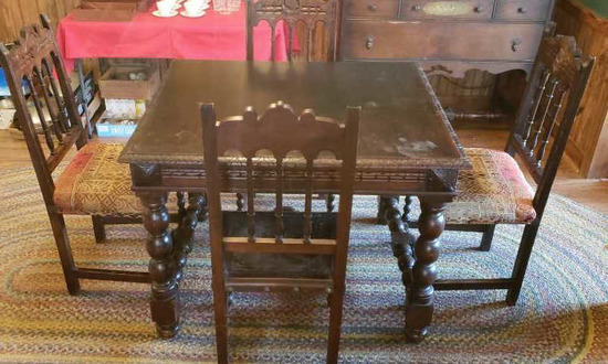 Antique Dining Table w/Leaf and 4 Chairs: