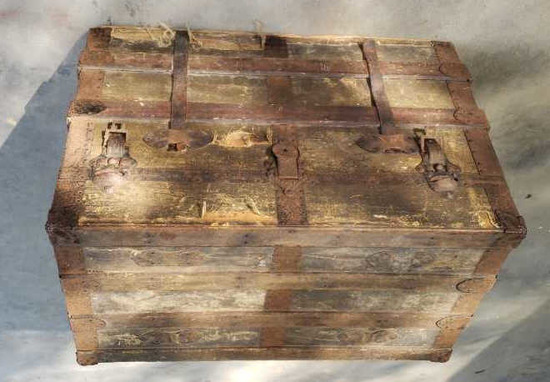"Antique Trunk 28"" x 16 1/2"" x 19"""