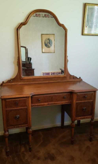5-Drawer Vanity w/Mirror and Casters