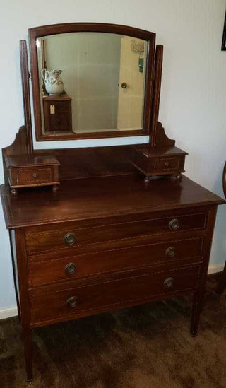3-Drawer Dresser w/Beveled Glass Mirror