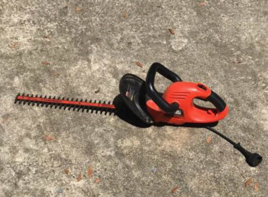 B & D 22 Inch Electric Hedge Trimmer